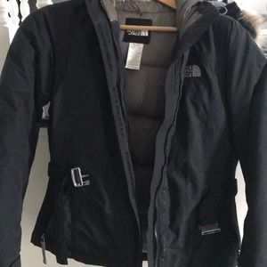 Woman's hooded north face jacket
